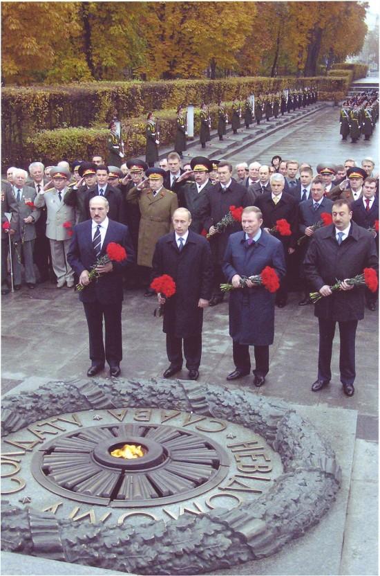 Покладання квітів Президентами братніх країн