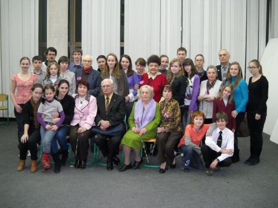 Разом з молодими акторами