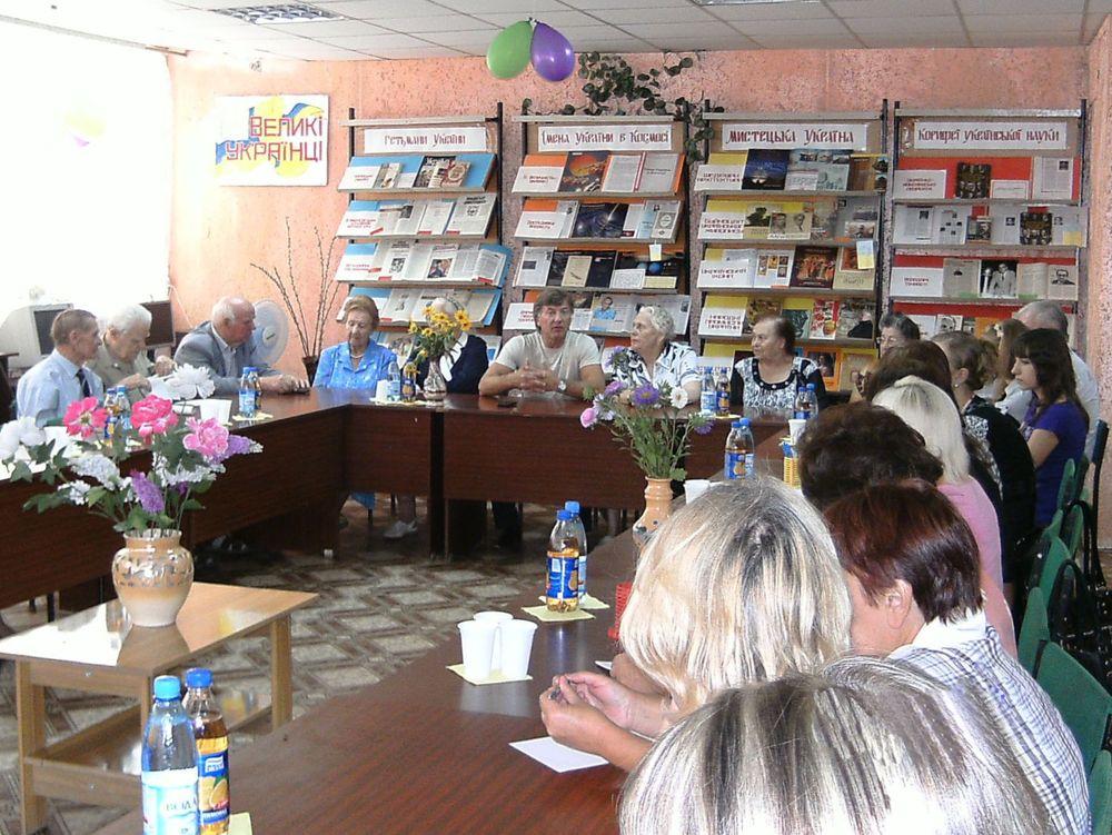 Встреча членов Никопольской организации УСУЖН со школьниками и мэром С.В.Старуном