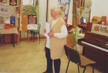 Председатель КСУЖН Лидия Ходырева поздравляет  собравшихся с Международным Днем 8 марта