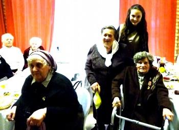 01.12.2011 г. Кафе «Юлия» празднование Дня инвалида (подопечные в сопровождении волонтеров доставлены на мероприятие)