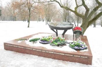 Архитектор Л.Левин. Памятник жертвам нацизма на месте, где было уничтожено свыше 5000 евреев