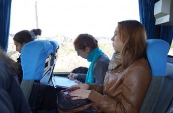 Дарина Ковтуненко продовжує малювати в автобусі