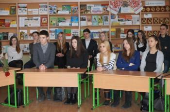 Вихованці гімназії «Київська Русь» під час круглого столу