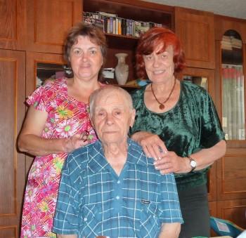 Щербина П.А. из Макеевки  с дочерью и волонтером Гришаевой А.П. в день 90-летия
