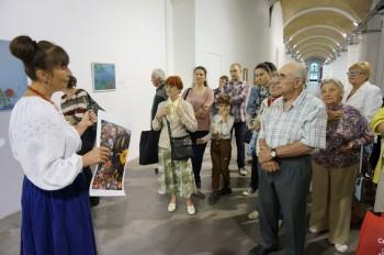 Представники УСВЖН з дітьми та онуками під час екскурсії Ольги Шаповал у «Мистецькому Арсеналі»