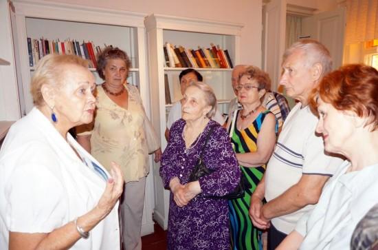 Члени УСВЖН під час екскурсії в Літературно-меморіальному музеї Михайла Булгакова в Києві