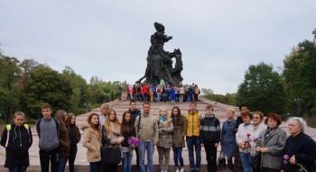Біля пам'ятника всім жертвам Бабиного Яру
