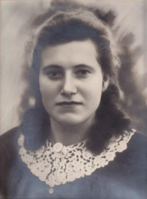 Любов Павлівна Кривосницька в молодості. 1947