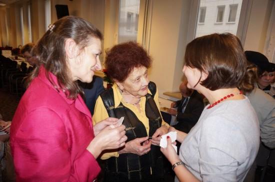 За старовинною польською традицією представники УСВЖН діляться облаткою і висловлюють теплі різдвяні побажання пані Магдалені Гавін, віце-міністру культури і національної спадщини Польщі.