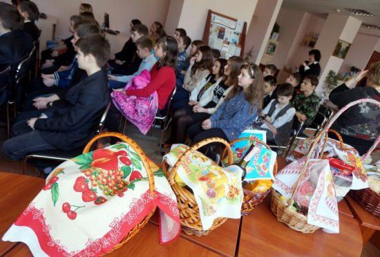 Учні з 309-ї київської школи підготували чудові великодні подарунки для ветеранів.